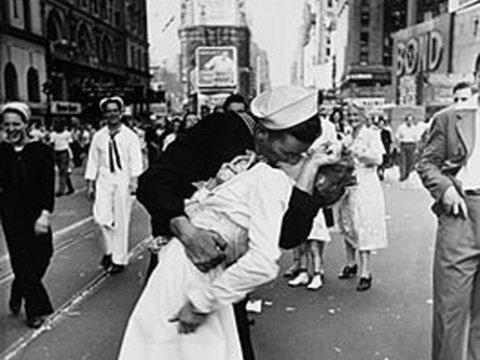 VJ Day Kiss